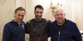 Ивелин Попов после подписания договора с руководством клуба//Фото: пресс-служба ФК «Ростов»