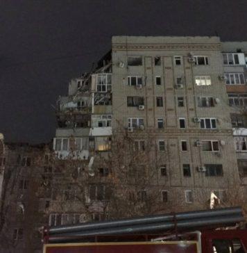 Пострадавшая от взрыва бытового газа многоэтажка в Шахтах //Фото: Twitter