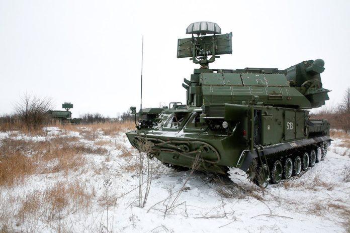 Зенитно-ракетный комплекс ТОР-2М на позиции //Фото с сайта zviazda.by