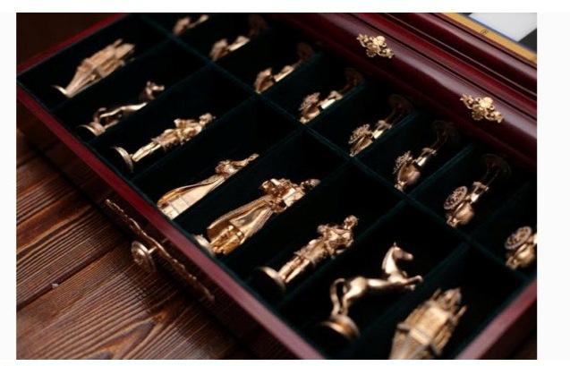 Шахматы из серебра//Фото: из публикации о продажи шахмат на