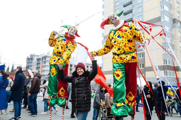 В микрорайоне «Красный Аксай» широко и весело отметили Масленицу //Фото: «ЮгСтройИнвест»