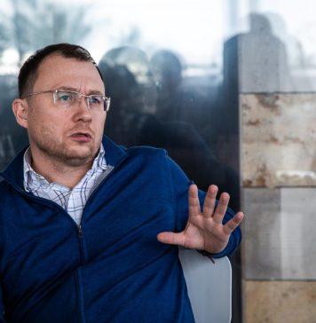Генеральный директор Tele2 Сергей Эмдин рассказывает о пяти основных трендах телекома //Фото: пресс-служба компании Tele2