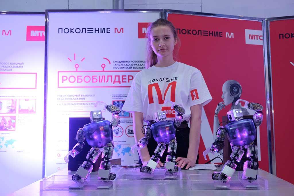 Танцующие роботы на выставке «Робостанция МТС» //Фото предоставлено пресс-службой проекта «Поколение М»