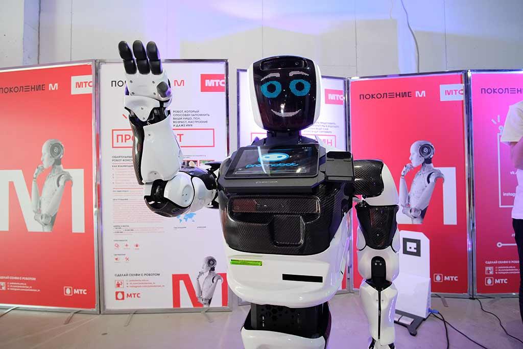 Робот-андроид на выставке «Робостанция МТС» //Фото предоставлено пресс-службой проекта «Поколение М»