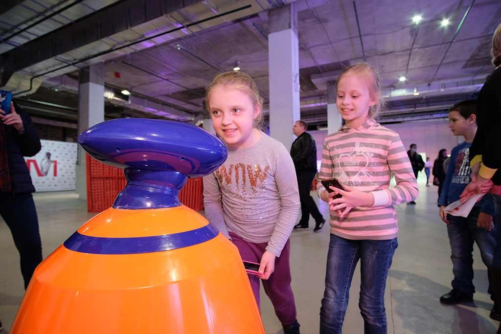 Вежливый робот Борис на выставке «Робостанция МТС» //Фото предоставлено пресс-службой проекта «Поколение М»