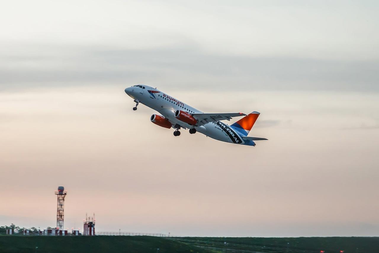 Авиалайнер SSJ 100 авиакомпании