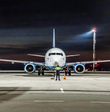 """Авиалайнер Boeing 737-800NG авиакомпании """"Победа"""" на стоянке летного поля аэропорта Платов //Фото: Михаил Кругликов"""