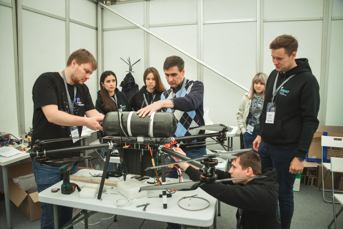Ученые ЮРГПУ изобрели один из самых технологических квадрокоптеров на водородном топливе//Фото: пресс-служба университета