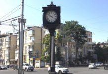 Часы на входе в Покровский сквер//Фото: администрация Ростова