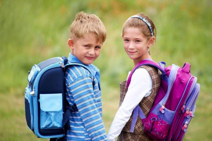 Дети со школьными рюкзаками //Фото с сайта woman365.ru