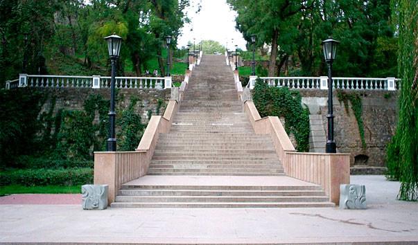 Каменная лестница в Таганроге//Фото: https://rutraveller.ru