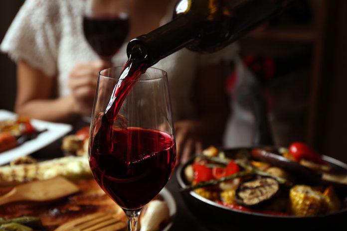 Вино//Фото: winestate.ru