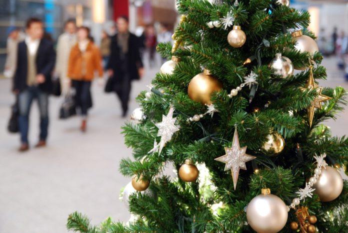 Новогодняя искусственная ель //Фото с сайта ngs.ru