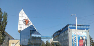 Четыре ростовских здания вошли в топ-100 уродливых зданий России // Фото с сайта varlamov.ru