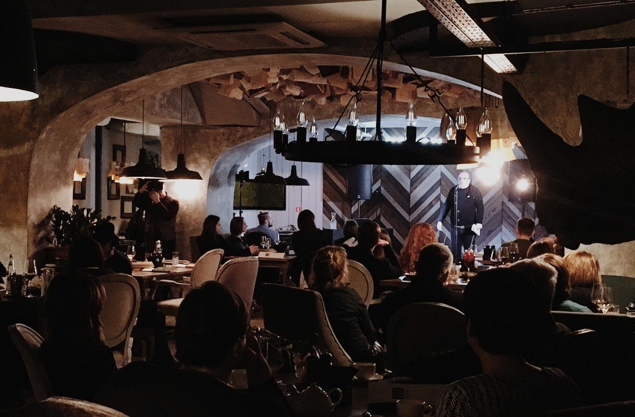 Одно из мероприятий в ресторане «Книжный» //Фото из профиля ресторана в соцсети ВК