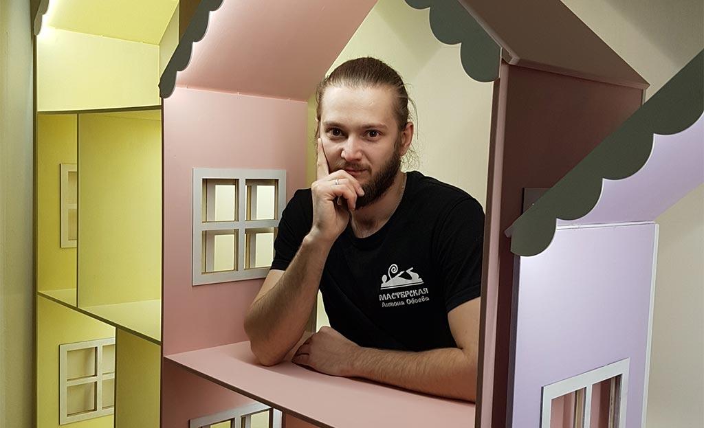 Владелец мебельной мастерской Антон Обоев //Фото из профиля героя в соцсети ВК