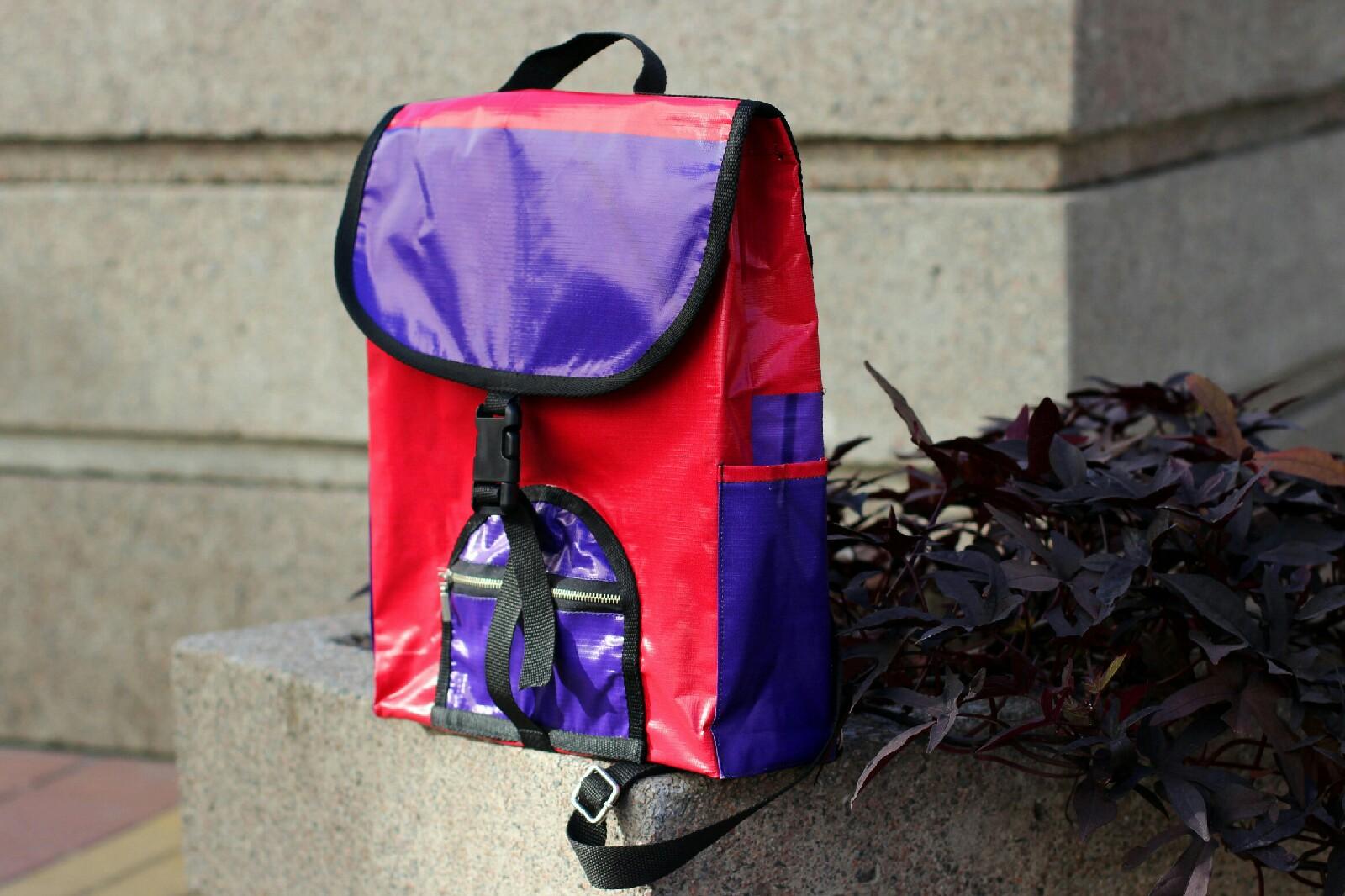Компания «Эко Баннер» делает из старых баннеров оригинальные сумки и аксессуары