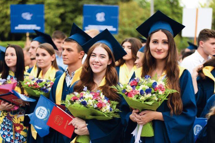 Выпускники ДГТУ //Фото предоставлено пресс-службой ДГТУ