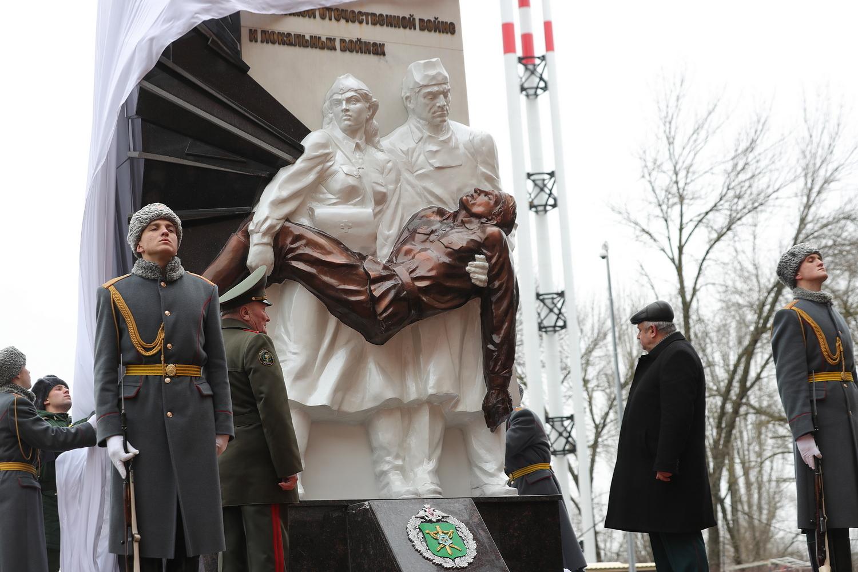 В Ростове-на-Дону открыли памятник военным медикам //Фото: правительство Ростовской области