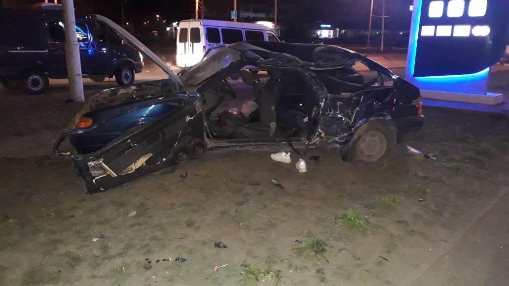 В Волгодонске машина врезалась в дерево, погибли двое//Фото: отдел пропаганды УГИБДД Ростовской области
