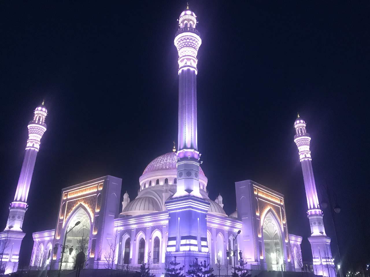 """Мечеть """"Гордость мусульман"""" в ночной подсветке //Фото: Олег Китаев"""