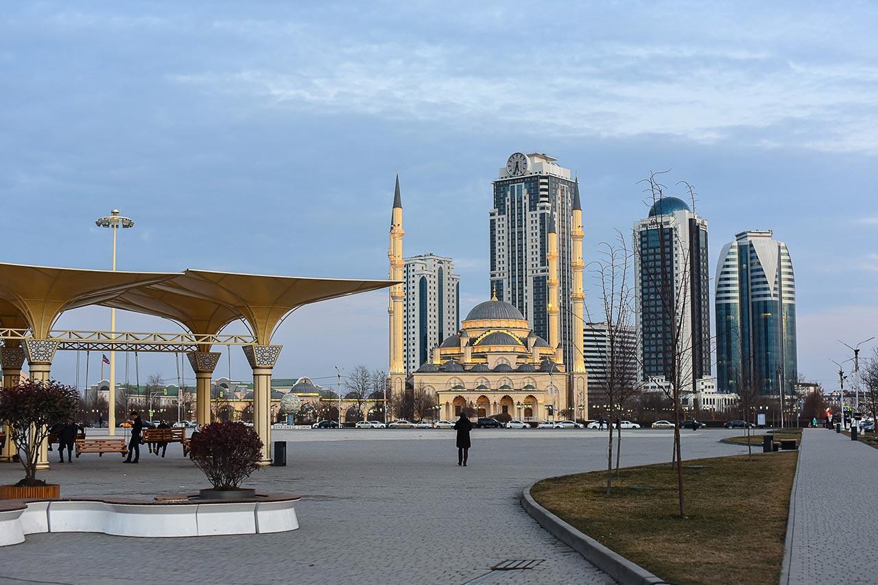 Площадь Ахмада Кадырова в Грозном //Фото: Елена Синеок