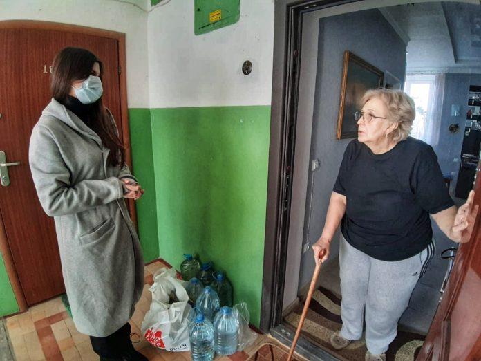 Волонтеры помогают пенсионерам во время режима самоизоляции в Ростове-на-Дону //Фото: пресс-служба ОНФ