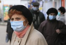Люди в масках//Фото: twitter.com