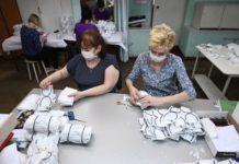 В Ростовской области 117 предприятий занимаются производством защитных масок//Фото: правительство РО