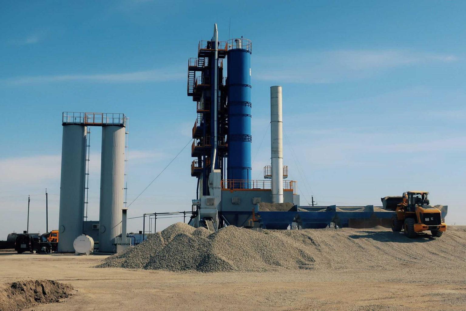 В Семикаракорске начал работу новый шестифракционный асфальтобетонный завод//Фото: правительство РО