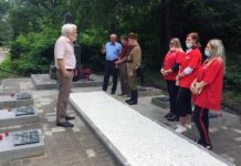 В Ростове волонтеры восстановили захоронение участников «Зимней войны» на Братском кладбище //Фото организаторов мероприятия