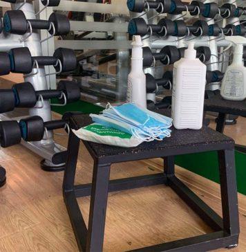 В фитнес-клубах есть необходимый запас масок, перчаток и антисептиков //Фото: Алина Ливадняя