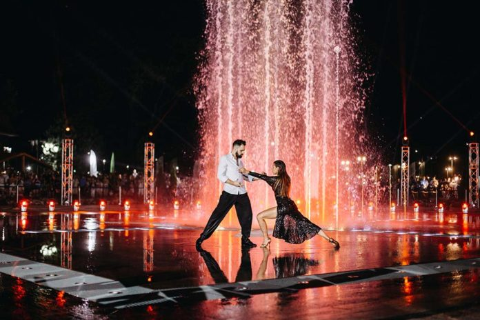 Открытие светомузыкального интерактивного фонтана в роствоском парке