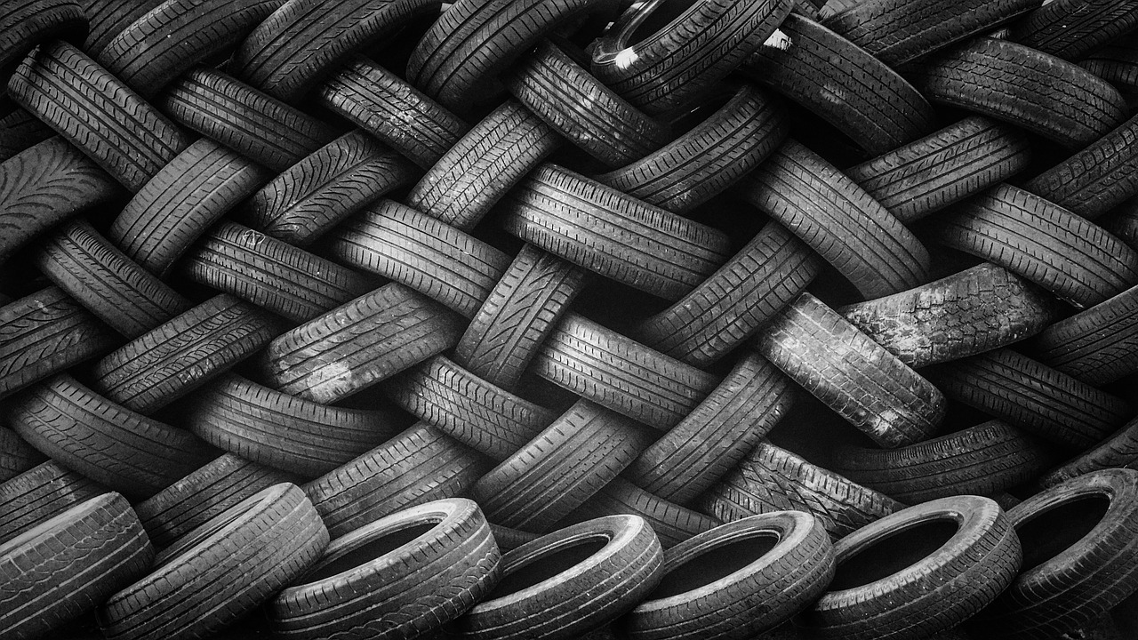 Автомобильные шины//Фото: МаркетМиксер