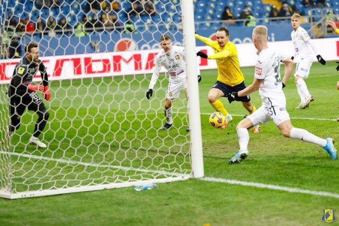 Алексей Козлов забивает единственный гол